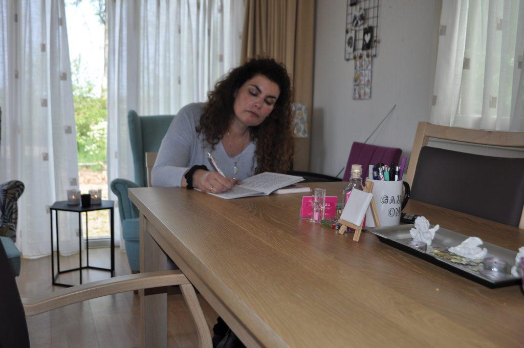 Schrijven met de hand verbindt je hart en activeert je brein. Daarom ben ik fan!